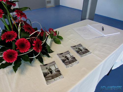 Exposição coletiva de Fotografia «Figueira da Foz, aqui sou feliz» - Mesa com flyers [en] Exhibition of Photography «Figueira da Foz, I am happy here»