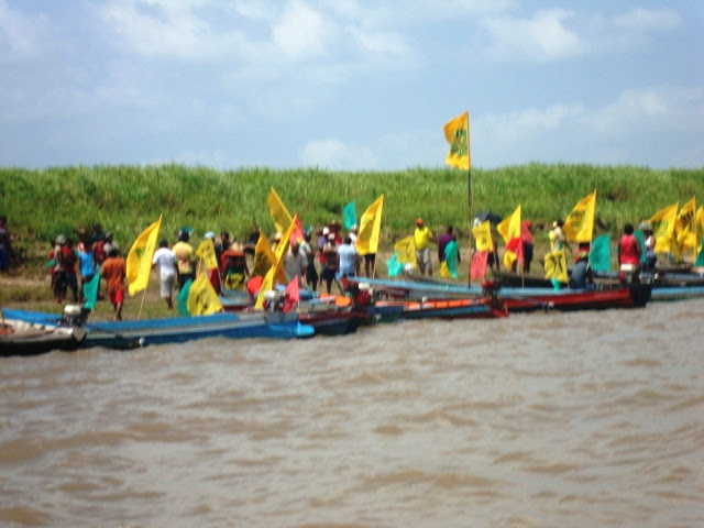 Bloqueio no rio Amazonas pelo defensores do SIM. Foto: Ronilma Santos.