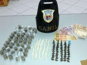 Drogas estavam escondidas em casa abandonanda em Jundiaí (Foto: Divulgação / GM)