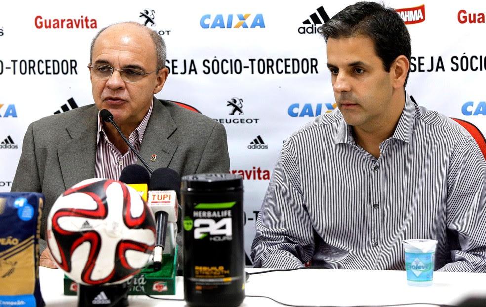Eduardo Bandeira e Wrobel na coletiva do Flamengo (Foto: Cezar Loureiro / Agência O Globo)