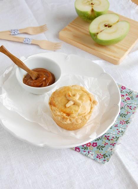 Dulce de leche apple pies / Tortinhas de maçã e doce de leite