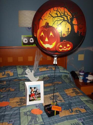 Halloween balloon & mystery box