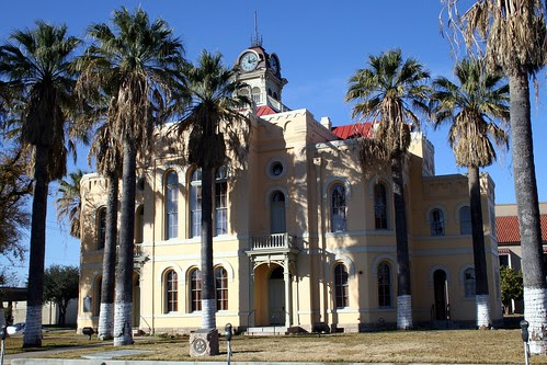 maverick county courthouse daylight