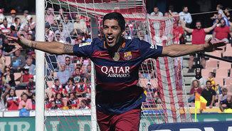 Luis Suárez celebra un dels gols marcats avui a Granada (EFE)