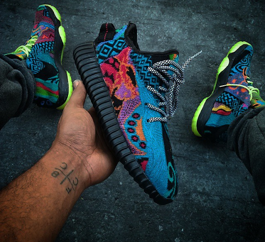 "Un custom ""Coogi"" des Adidas Yeezy Boost Low 3"
