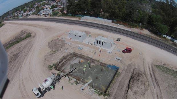Las máquinas preparan el terreno donde se erigirá el Centro de Transferencia de Pilar