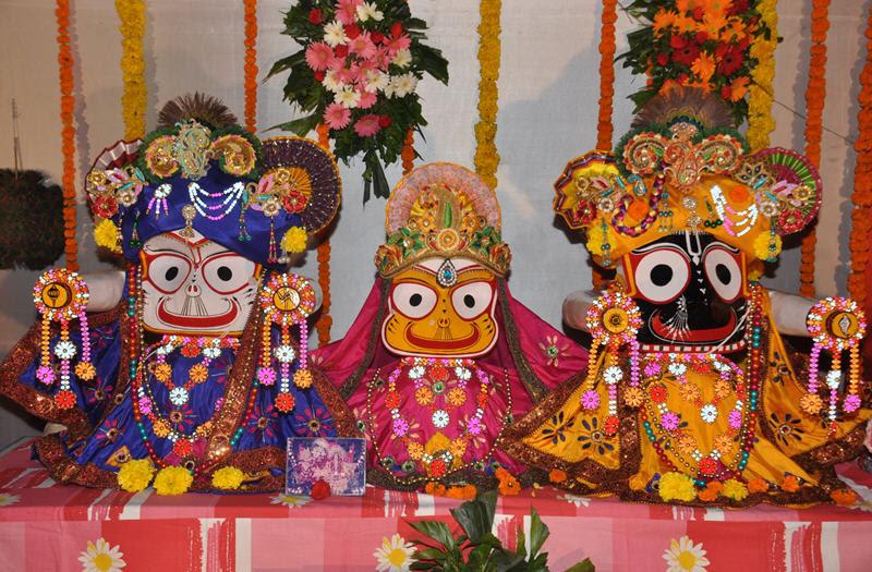 http://www.iskconcenters.com/wp-content/uploads/2013/05/Jagannath-Baladeva-Subhadra.jpg