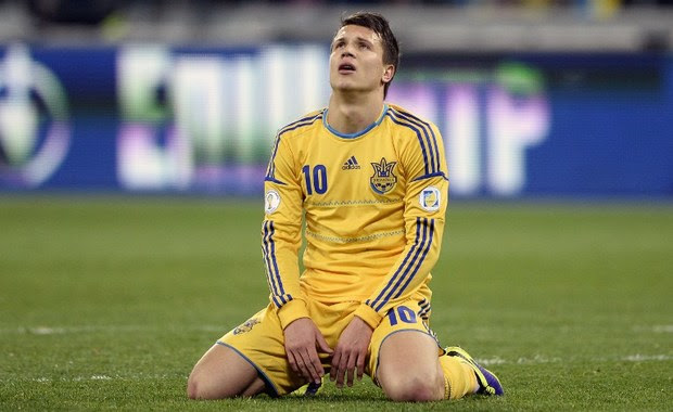 Ukraine's midfielder Yevhen Konoplyanka reacts after missing a chance to score during the 2014 FIFA World Cup qualifying play-off first leg football match between Ukraine and France at the Olympic Stadium in Kiev on November 15, 2013. AFP PHOTO / FRANCK FIFE