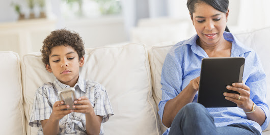 The Only Time Of Day Kids Think Parents Will Put Down Their Cell Phones