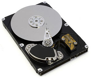 English: An IDE hard drive with it's upper cas...