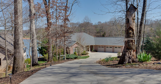 Spectacular Lake Front Home with Sunrise Views! - 973 Kahite Trail, Vonore, TN 37885