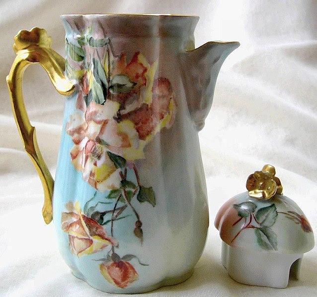 File:Verseuse porcelaine de Limoges.jpg