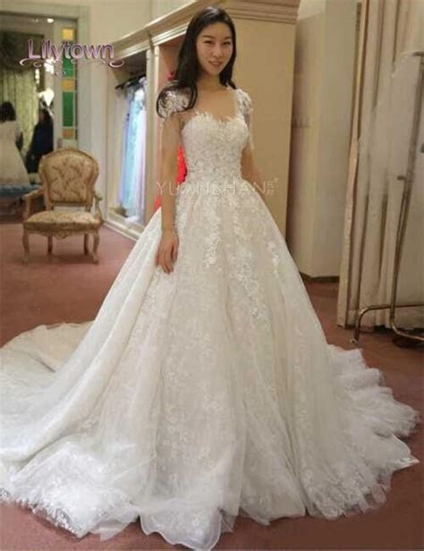 Glamourous Lace Applique Capped Wedding Dresses Sweetheart