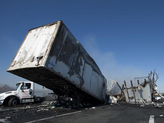 Acidente em rodovia da Flórida, nos Estados Unidos, deixou 10 mortos no domingo (29). (Foto: Phil Sandlin/AP)