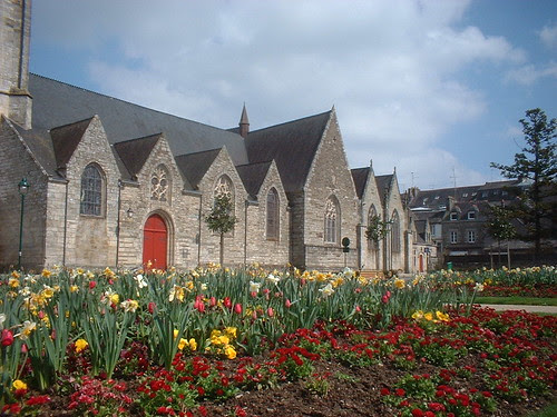 Bursting with flowers in front of a Pontivy Church
