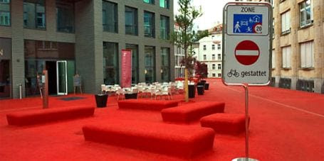 city lounge2 City Lounge, el color rojo inunda la calle