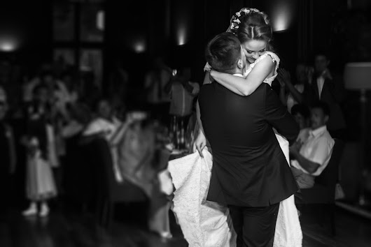 Just Engaged? Your First 5 Wedding Planning To-Dos - Warble Entertainment