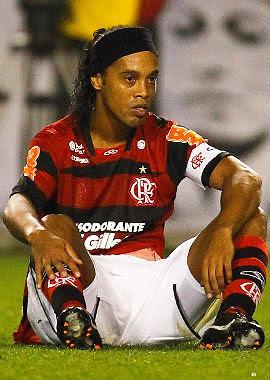Luxemburgo pediu a demissão de Ronaldinho para diretoria, diz jornal