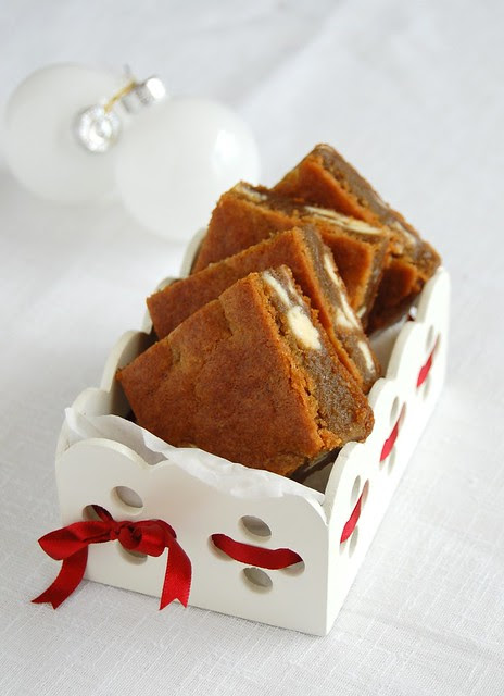 White chocolate gingerbread blondies / Blondies de gingerbread e chocolate branco