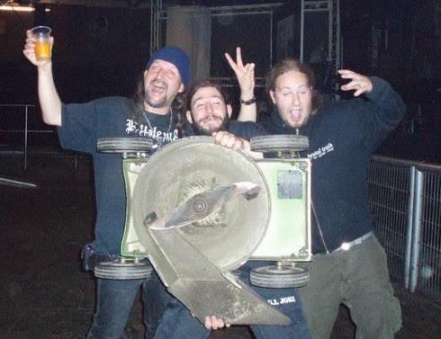 http://www.metalfan.ro/images/documente/news/12823.jpg