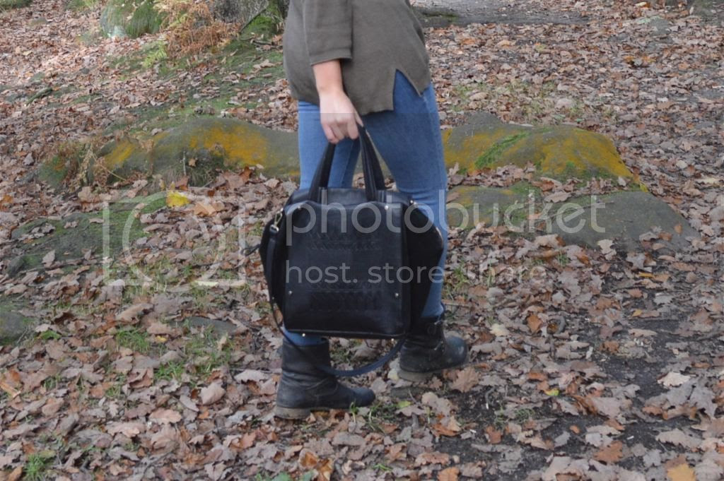Autumn Sunday Walk Fashion Blogger