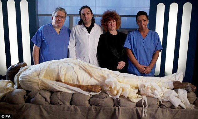 The experts: Professor Vanezis, Dr Buckley, Dr Fletcher and Maxine Coe with a mummified Alan Bills before them