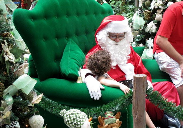 Papai Noel no Shopping Praiamar, em Santos, SP (Foto: Mariane Rossi/G1)