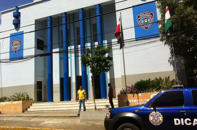 LA ROMANA: Escapan ocho reclusos del cuartel Policía Nacional