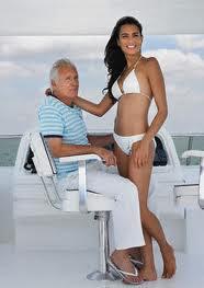 pareja viejo y mujer joven