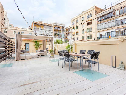 Excellent 2-bedroom apartment with 120m² terrace for sale on C/Aragó