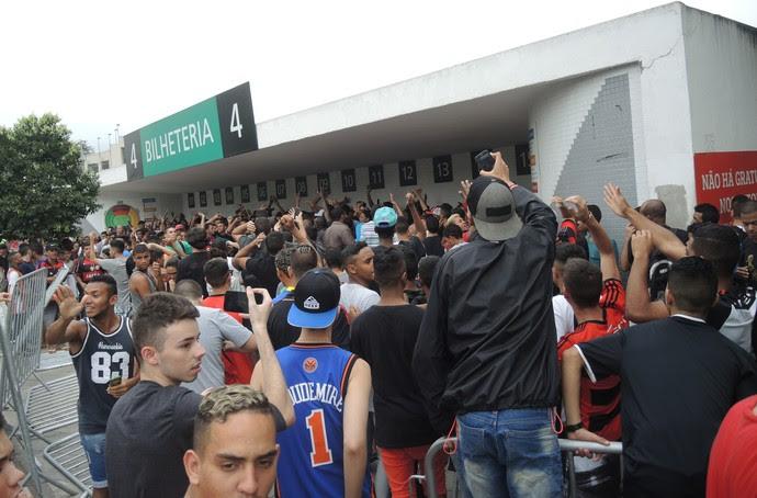 A vergonha protagonizada por Maracanã, Flamengo e torcedor delinquente!
