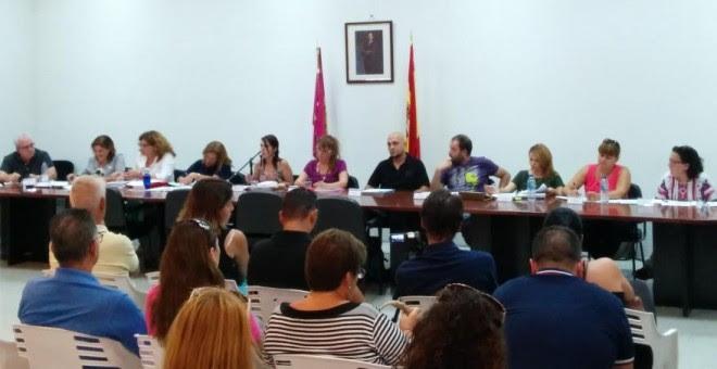 Celebración del pleno en el Ayuntamiento de Villanueva de la Torre, donde tuvo lugar el intento de agresión.