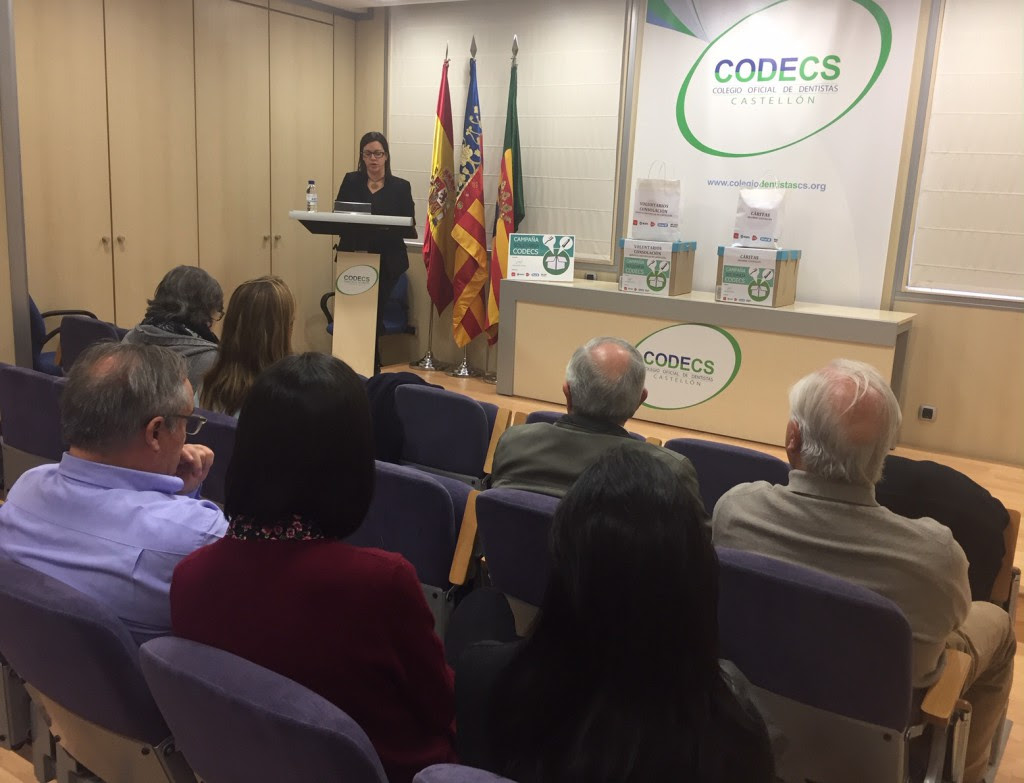 LA PRESIDENTA DEL CODECS, SALOME GARCIA, DURANTE EL DE ACTO ENTREGA MATERIAL BUCODENTAL