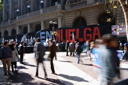 Huelga Banco de Chile. by Manuel Venegas