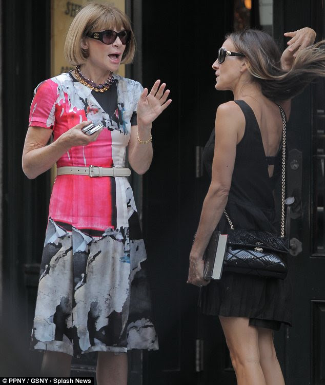 Fashionable arkadaş: onların yemek aşağıdaki New York eatery dışında sohbet gibi şık ikilisi güçlü bir bağ gösterdi