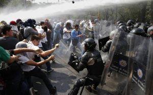 Relatório da ONU critica violência policial e detenção de opositores