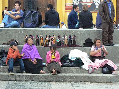 vendeuses de poupées zapatistes à san cristobal.jpg