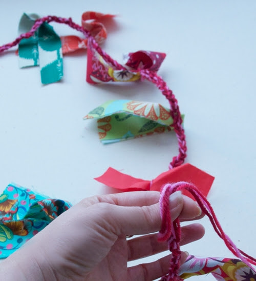 slip.knotting.garland
