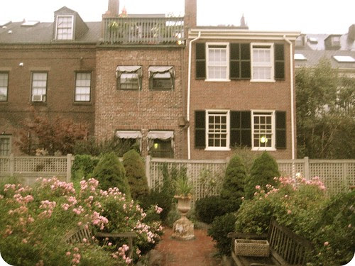 I would like to move in to this house, please.