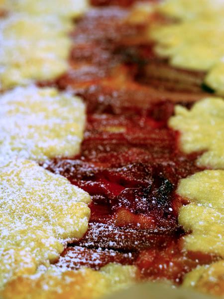 rhubarb and lemon curd tart
