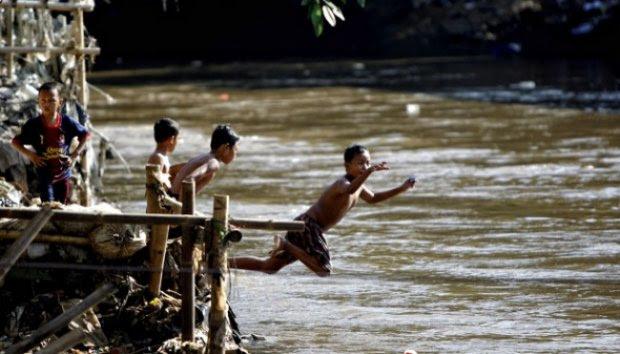 Berenang di Ciliwung yuk ?