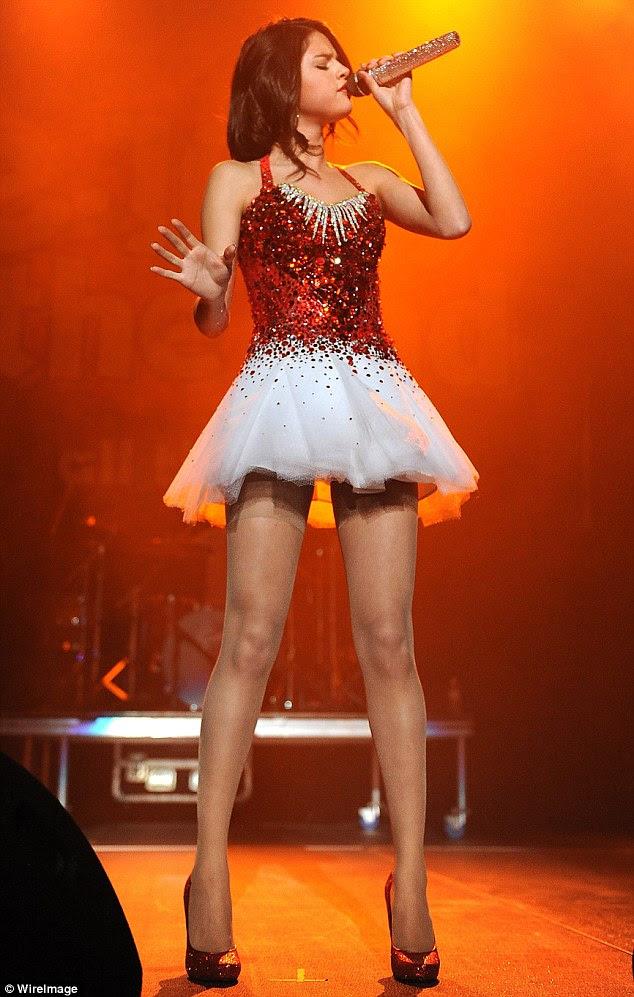 Não um cuidado no mundo: O mau funcionamento do wardrobe aparente não pareceu incomodar o cantor, que fez uma interpretação de duas músicas de Katy Perry, incluindo a estrela do pop atual release 'The One That Got Away