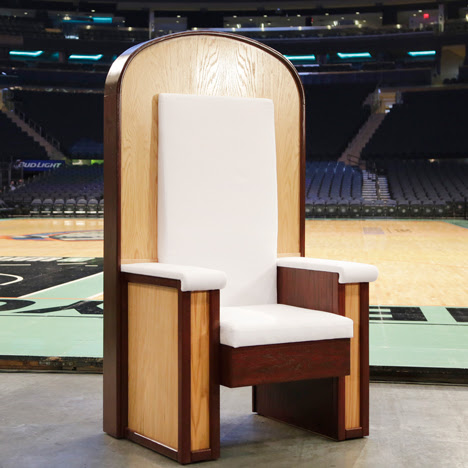 "Plywood throne designed for Pope's NY mass reflects ""humility"""