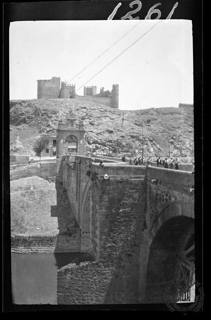 Puente de Alcántara y Castillo de San Servando en 1933. Fotografía de Gonzalo de Reparaz Ruiz. © Institut Cartogràfic de Catalunya