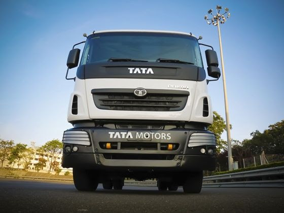 We take the 2015 Tata T1 Prima Race truck on the test track