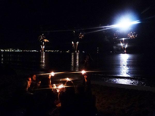 feu d'artifice sur la plage