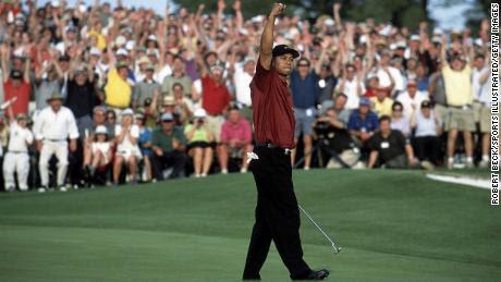 Woods celebra tras ganar el Masters de 2001.