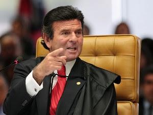 Ministro Luiz Fux em sessão que julga os Embargos de Declaração na Ação Penal (AP) 470. (Foto: Carlos Humberto/SCO/STF)