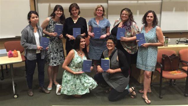 Las escritoras y poetas participantes en la compilación *Boobs: women explore what it means to have breasts*