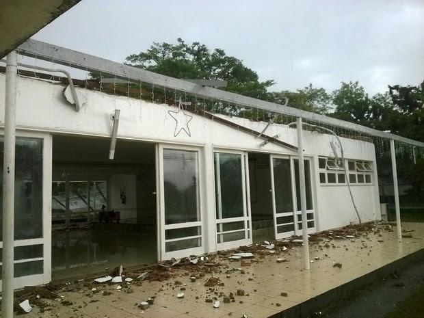 Venatnia destelhou área de clube da escola de especialistas da aeronáutica (Foto: Arquivo Pessoal/Martha Sousa)